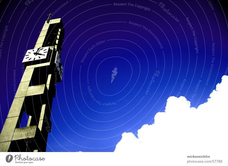 Kirche oder Architektur-Katastrophe? Himmel weiß blau Wolken Religion & Glaube groß hoch Turm Uhr Kirchturm