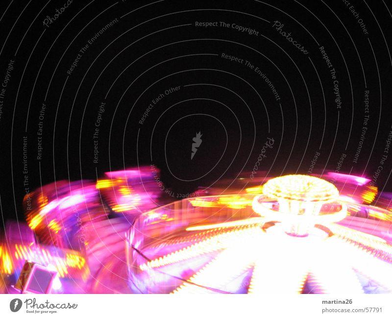 Schleudern bitte Freude gelb dunkel Beleuchtung rosa Geschwindigkeit Technik & Technologie Freizeit & Hobby Jahrmarkt drehen Neonlicht Begeisterung Anschnitt Illumination flau Karussell