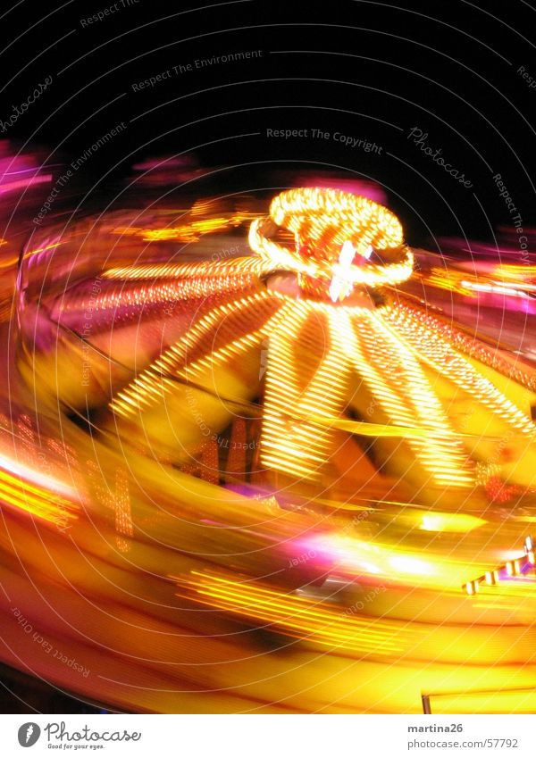 Bitte nochmal schleudern Freude gelb Geschwindigkeit Technik & Technologie Freizeit & Hobby Jahrmarkt Neonlicht Begeisterung Illumination Karussell Fairness