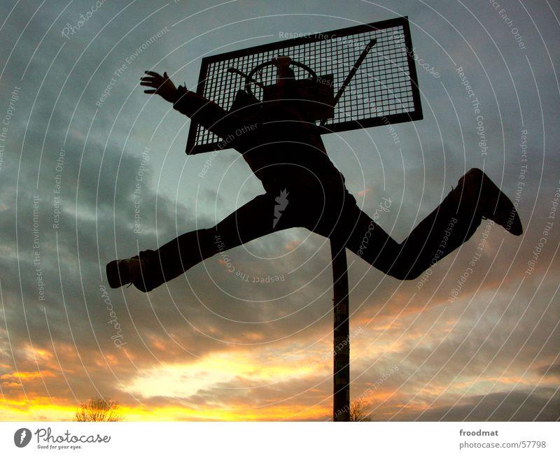 Basketball Himmel Sommer Freude Wolken Erholung Sport springen Freizeit & Hobby fliegen hoch Erfolg Perspektive Aktion Feder sportlich hängen
