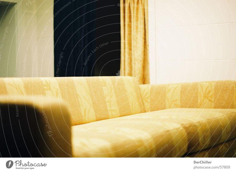 Sofa gelb eckig