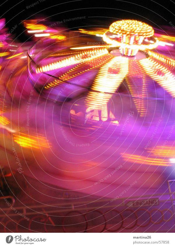 Bitte nochmal schleudern 2 Karussell Jahrmarkt flau Geschwindigkeit drehen Licht Nacht dunkel mehrfarbig rosa Freizeit & Hobby Fahrgeschäfte Freude Nebel