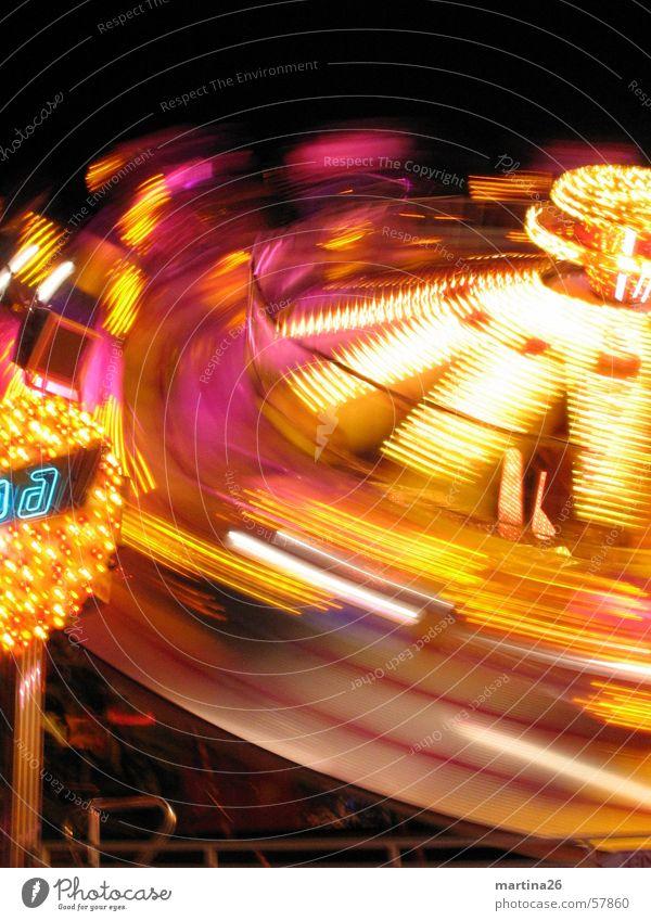 Bitte nochmal schleudern 3 Freude gelb dunkel Beleuchtung Geschwindigkeit Technik & Technologie Freizeit & Hobby Jahrmarkt drehen Neonlicht Oktoberfest Begeisterung Illumination flau Karussell Fairness