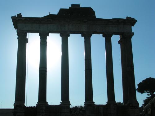 Forum Romanum Linie Schatten Licht blau schwarz weiß dunkel Säule Römerberg antik alt Kontrast Italien Hauptstadt Europa monumental Denkmal Macht massiv