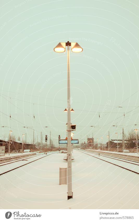 Bahnhof Schwerin blau Stadt grün weiß schwarz gelb grau braun warten türkis silber Bahnhof Bahnfahren