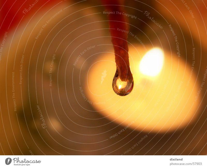 Spiel mit dem Feuer Licht Kerze Wasser Wassertropfen Makroaufnahme Brand