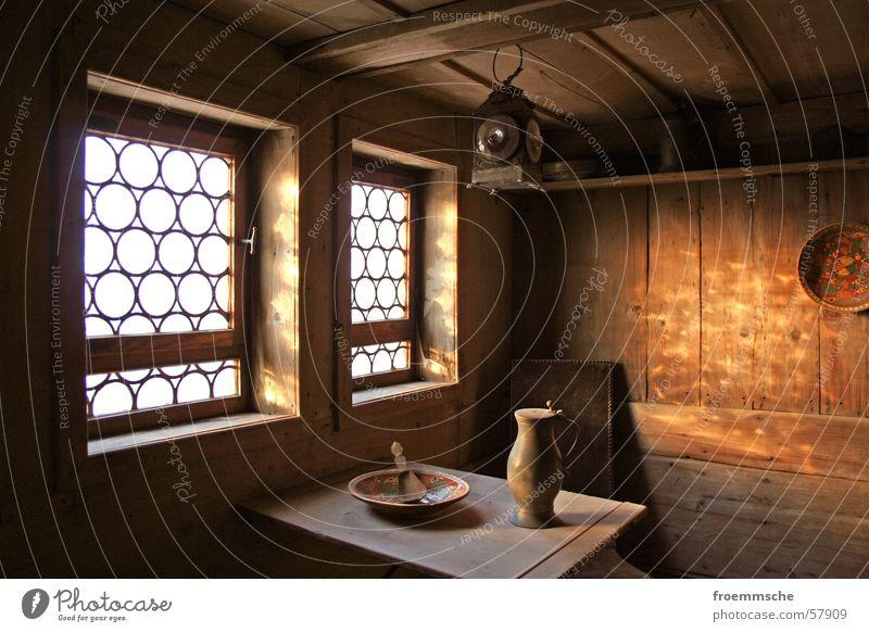 es werde licht alt Fenster Raum Tisch historisch Stillleben Kannen Lichteinfall