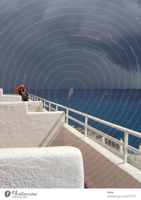Das Gewitter naht ... Wolken Sturm Ferien & Urlaub & Reisen dunkel Balkon Meer Mallorca Spanien Sonne Kontrast Himmel Regenschirm Geländer