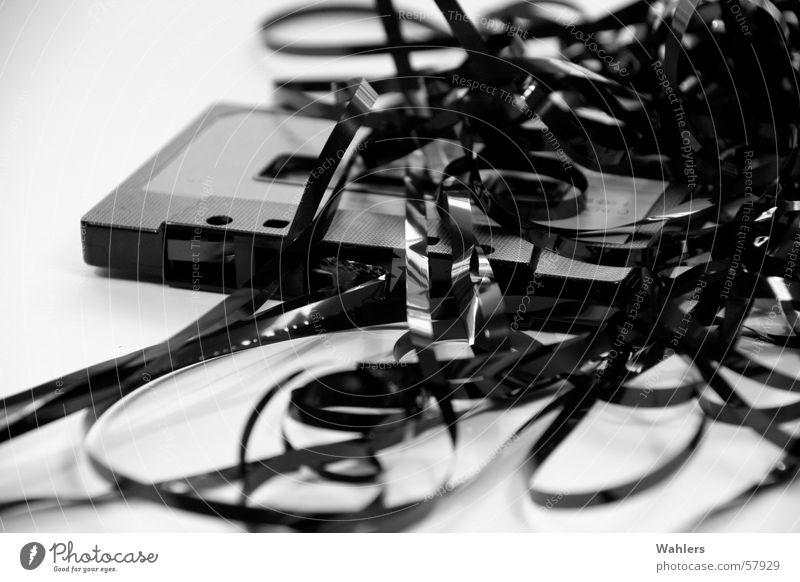 Die Gute Alte Zeit II weiß schwarz Musik retro Schnur Rockmusik Ton durcheinander Nähgarn Musikkassette Salat alternativ Wurm old-school mono stereo