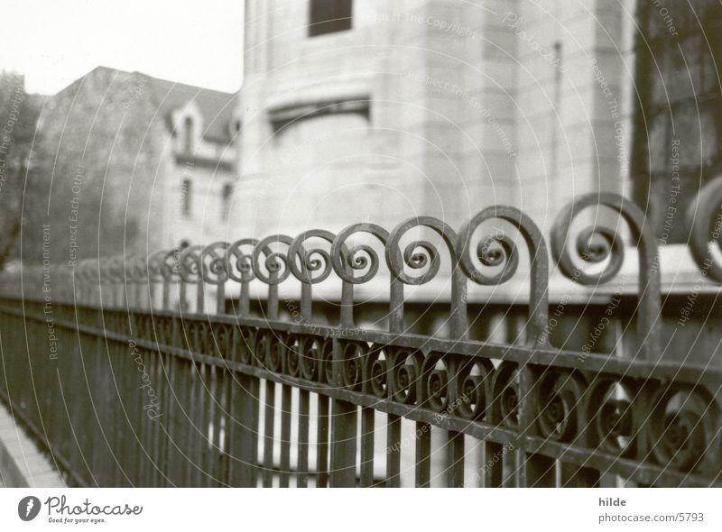 zaun Zaun historisch Schwarzweißfoto eisenzaun