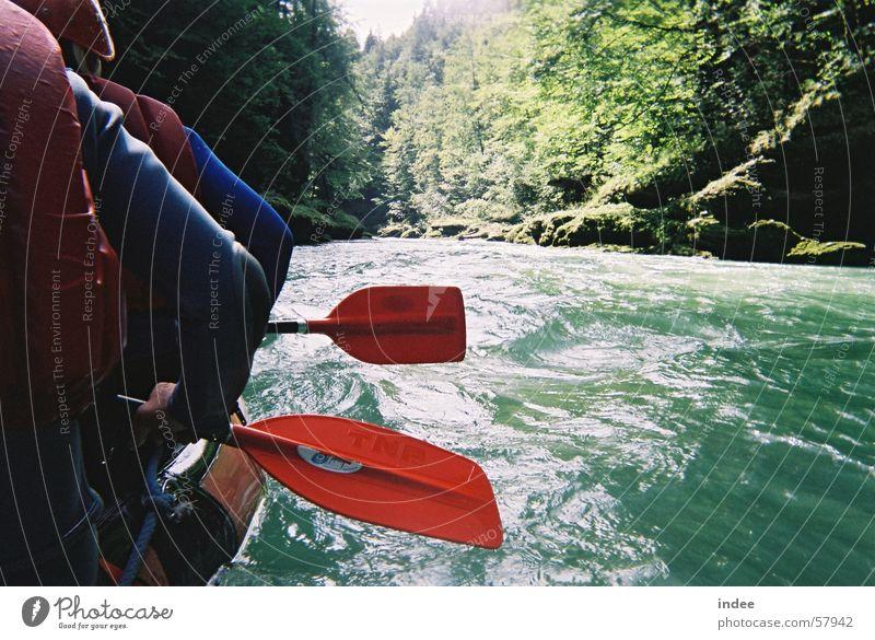 Rafting Natur Wasser grün schön Sommer Freude Sport Spielen Schwimmen & Baden Zusammensein Wellen Freizeit & Hobby natürlich Aktion authentisch Tourismus