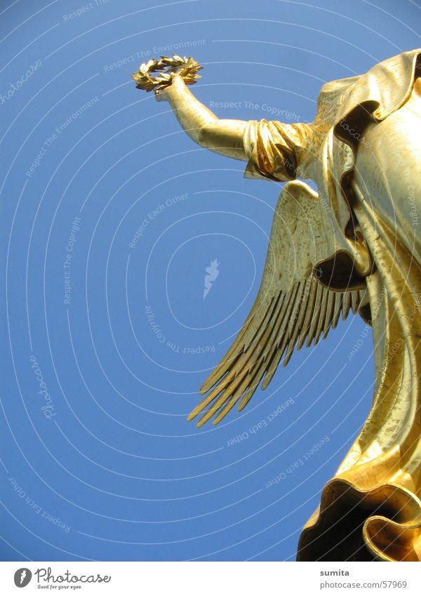 Berliner Siegessäule Kranz Himmel Engel gold Freiheit Hauptstadt