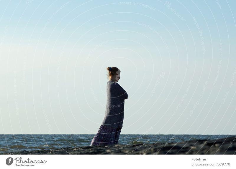 Das Mädchen und das Meer Mensch feminin Kind Kindheit Körper Kopf Haare & Frisuren 1 Umwelt Natur Landschaft Urelemente Wasser Himmel Wolkenloser Himmel Sommer