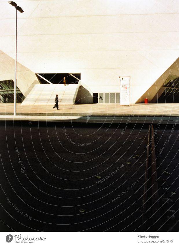 porto 2005 Mensch Straße Treppe Gleise Laterne Eingang Portugal