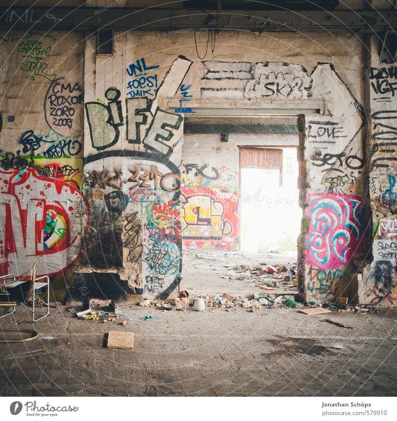 Eisfabrik IV Haus Innenarchitektur Fabrik Kultur Stadt Ruine Turm Bauwerk Gebäude Architektur Tür Graffiti alt Hoffnung chaotisch Berlin Stadtleben verfallen
