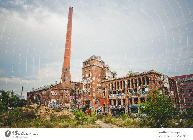 Eisfabrik V alt Stadt Haus Graffiti Gebäude Architektur Berlin Fassade Stadtleben Turm Kultur verfallen Fabrik Bauwerk chaotisch Ruine