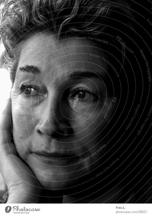 Elfie schön Gesicht Mensch feminin Frau Erwachsene Weiblicher Senior Denken Traurigkeit Trauer 50 plus alte junge Porträt