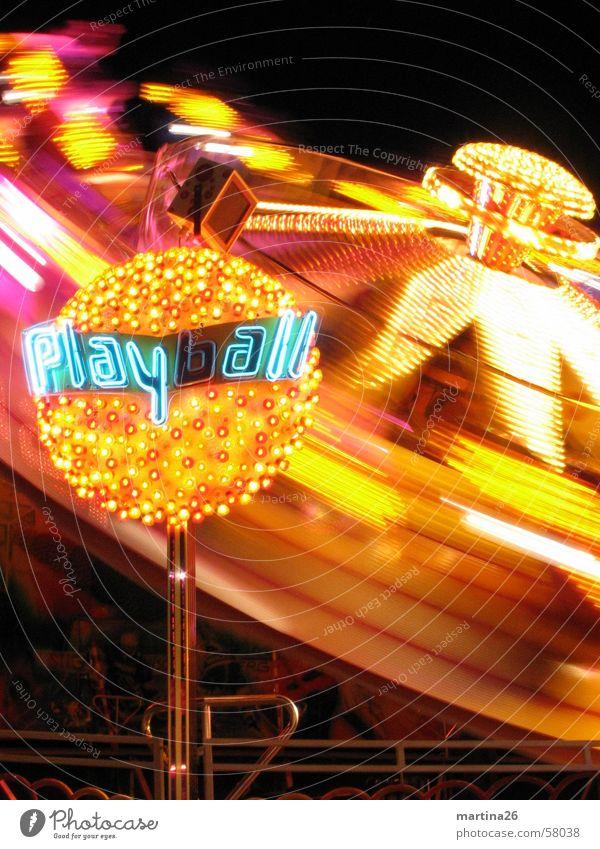 Bitte nochmal schleudern 4 Freude gelb dunkel Beleuchtung Geschwindigkeit Technik & Technologie Freizeit & Hobby Jahrmarkt drehen Neonlicht Oktoberfest Begeisterung Illumination flau Karussell Fairness