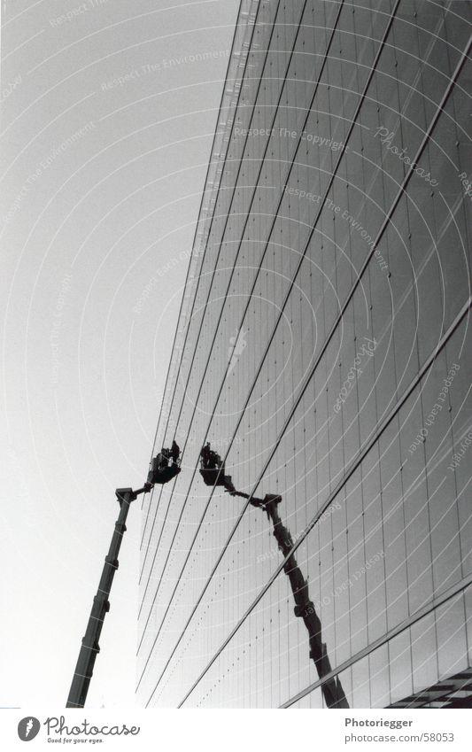 Scheibenwischer Fenster Kran graphisch Finnland Glasfassade