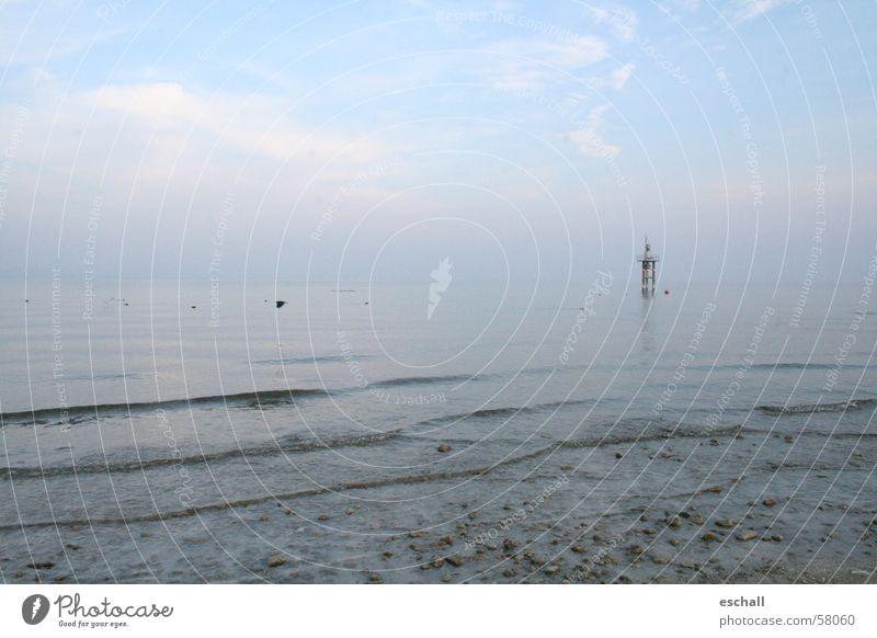Weite Farbfoto Außenaufnahme Textfreiraum links Textfreiraum oben Dämmerung Weitwinkel ruhig Ferne Strand Wellen Natur Landschaft Wasser Himmel Küste Seeufer