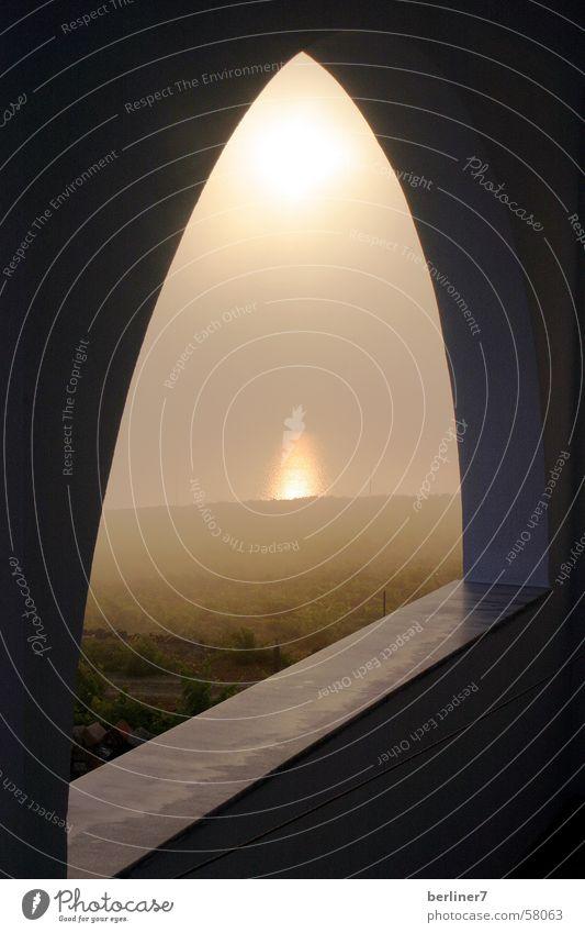 Sonnenaufgang im Nebel mystisch Griechenland Bogen Santorin