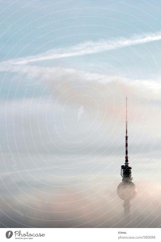 Dunstabzug Himmel Wolken Schönes Wetter Nebel Berlin Berliner Fernsehturm Turm Bauwerk Gebäude Leben Beginn entdecken geheimnisvoll Horizont
