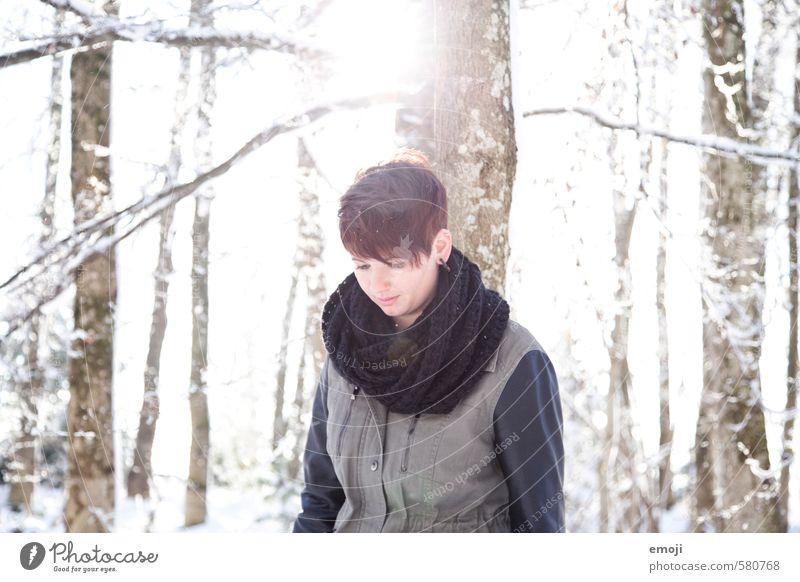 Winter Mensch Natur Jugendliche Junge Frau Landschaft 18-30 Jahre Wald kalt Erwachsene Umwelt Schnee feminin natürlich Schönes Wetter