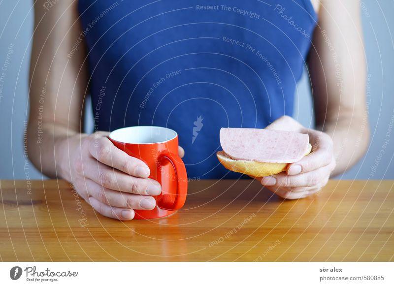 Fit in den Tag Mensch Mann blau rot Erwachsene Leben Gesunde Ernährung Gesundheit Essen Lebensmittel maskulin Getränk T-Shirt Kaffee festhalten