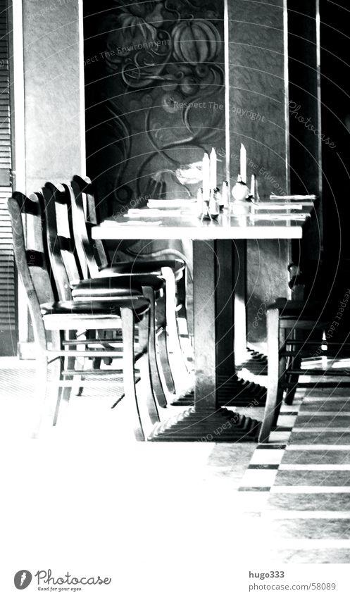 es sind noch plätze frei Tisch Stuhl Gedeck Restaurant Kerze Besteck Platz Wandmalereien Polster Serviette 6 Mittag Licht schick aufräumen Ordnung Sauberkeit