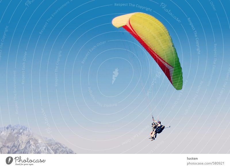 Paragliding Mensch Himmel Natur Ferien & Urlaub & Reisen blau Sonne Landschaft Freude Ferne Berge u. Gebirge Sport Glück Felsen Horizont Luft fliegen