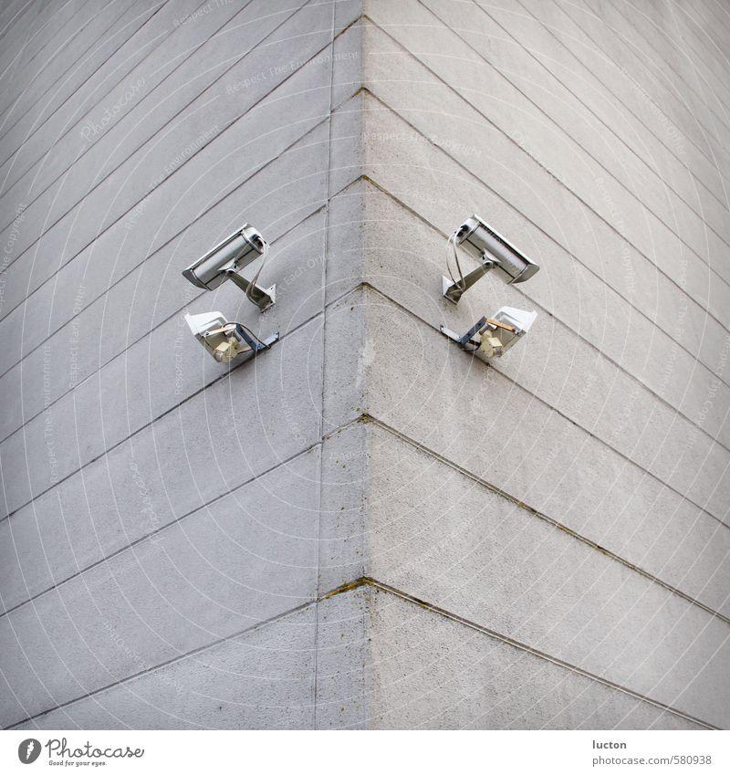 Kamera-Twins Stadt weiß Wand Gebäude Mauer grau Stein Lampe Metall Fassade Beton Technik & Technologie Sicherheit Industrie Kabel Güterverkehr & Logistik