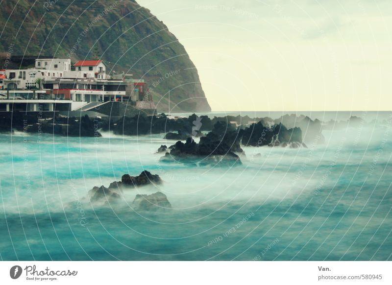 Küstennebel² Ferien & Urlaub & Reisen Insel Landschaft Wasser Himmel Wolken Wind Felsen Berge u. Gebirge Wellen Meer Dorf Haus blau Stein Brandung Gischt