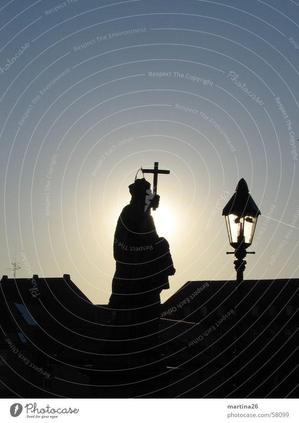 Weiche...! Alte Mainbrücke Außenaufnahme Gegenlicht schwarz Katholizismus heilig Morgen Würzburg Dach Religion & Glaube Stadt Köln Patron Sonnenaufgang ruhend