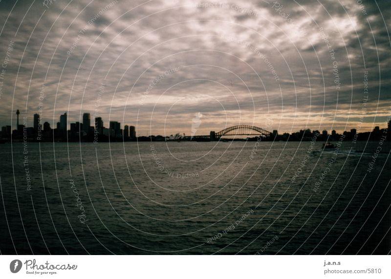 Zwischen Himmel und Wasser Wolken Wasserfahrzeug Oper Sydney Australien