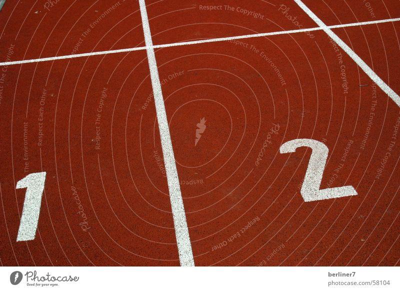 Am Start Tartan Laufbahn 100 Meter Lauf 2 rot weiß Olympiade tartanbahn laufen Beginn leichtathlethik