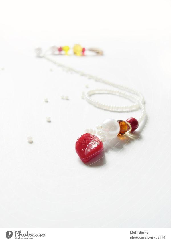 Lesezeichen Blatt rot zart weiß Schmuck filigran Schleife ansammeln lesen Perle hell Kette einlegen Seite festhalten Merk Zeichen