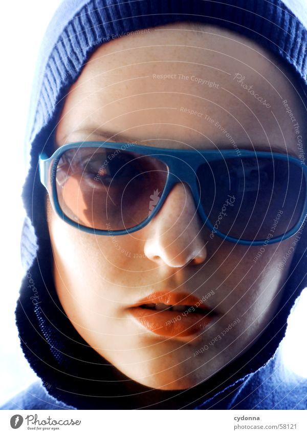 sunglases everywhere II Sonnenbrille Lippen Lippenstift Stil Model Porträt Frau Körperhaltung Reihe Licht Kapuze Blick Gesichtsausdruck Mensch session Haut