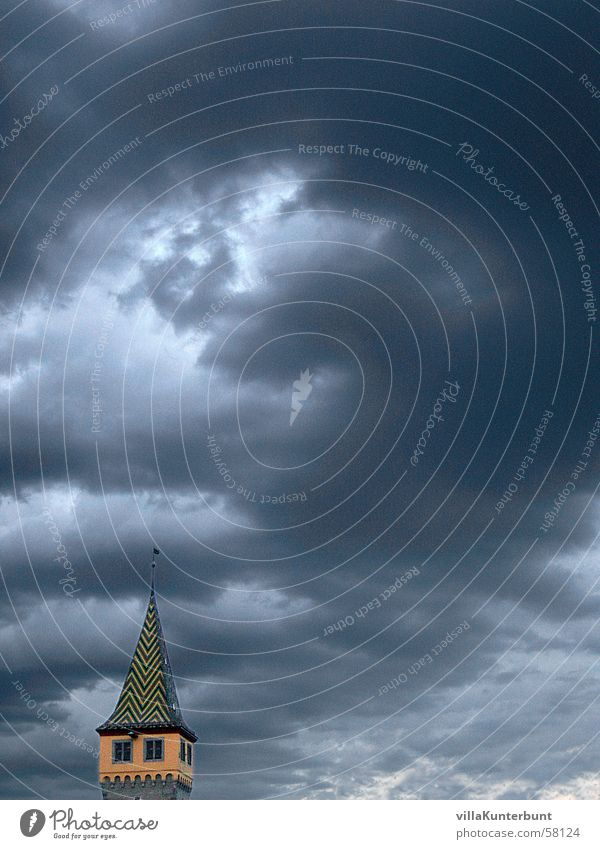 Wolkenbrecher Himmel Stimmung leer Turm Spitze Lücke