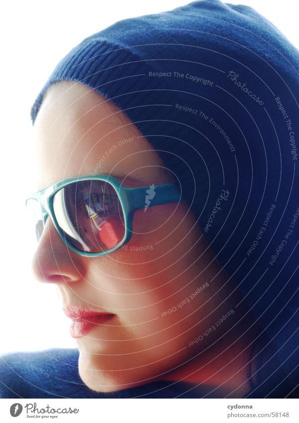 Sunglases everywhere V Sonnenbrille Lippen Lippenstift Licht Stil Reihe Frau Porträt Haut Kapuze session Mensch Gesicht face Blick Gesichtsausdruck