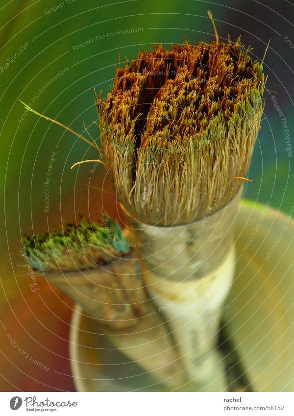 Pinsel, putzbedürftig [2] grün blau rot gelb Farbe Kunst dreckig violett Bild türkis Gemälde Karton Becher Untergrund gebraucht