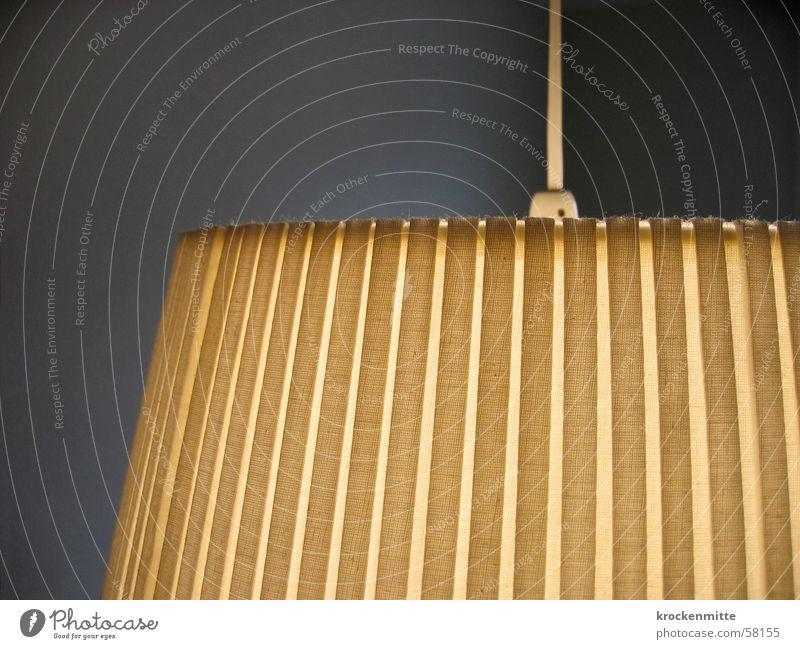 brockilampe Lampenschirm Licht gelb Streifen Wohnzimmer Wohnung heimelig Kabel brockenhaus Linie