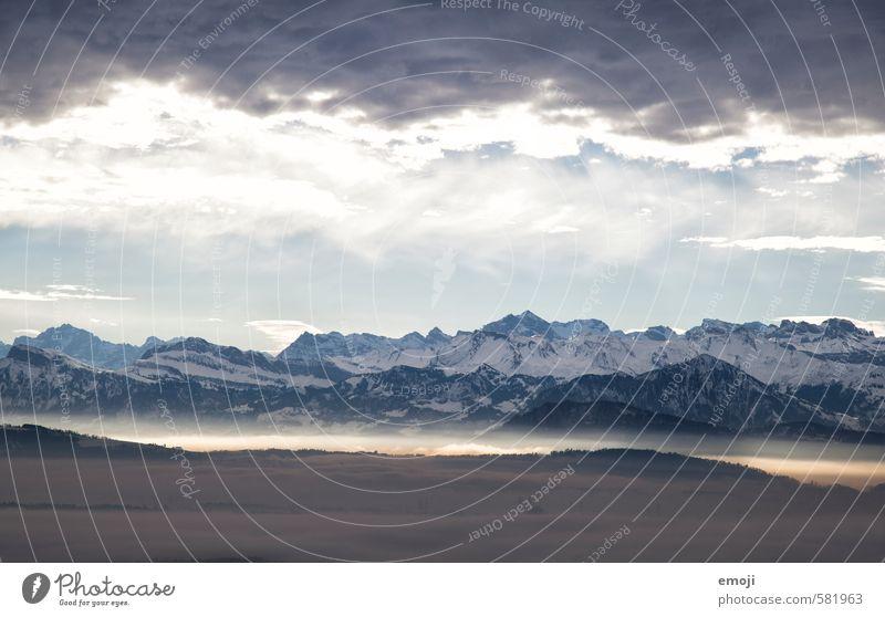 Licht & Schatten Umwelt Natur Landschaft Himmel Wolken Winter Klima Wetter Alpen Berge u. Gebirge Gipfel Schneebedeckte Gipfel natürlich blau Schweiz Farbfoto