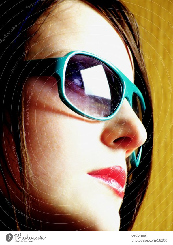 Sunglases everywhere VI Frau Mensch Gesicht Stil Haut Lippen Reihe Gesichtsausdruck Sonnenbrille Kapuze Lippenstift