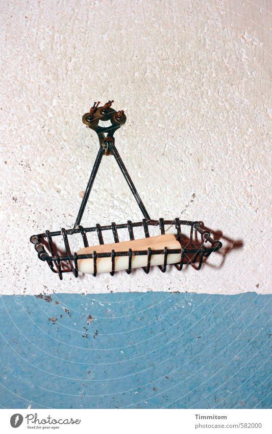 Seifenhalter. blau alt Wand Gefühle Mauer grau Metall einfach hängen Putz Gitter Nagel Haken Seife Waschhaus Seifenhalter
