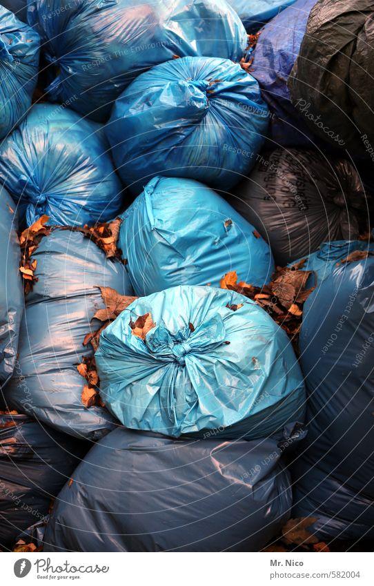blaue stunde | ut köln Verpackung Container violett Müll Müllentsorgung Sack Müllsack Müllverbrennung dreckig Sauberkeit Müllabfuhr Recycling aufräumen