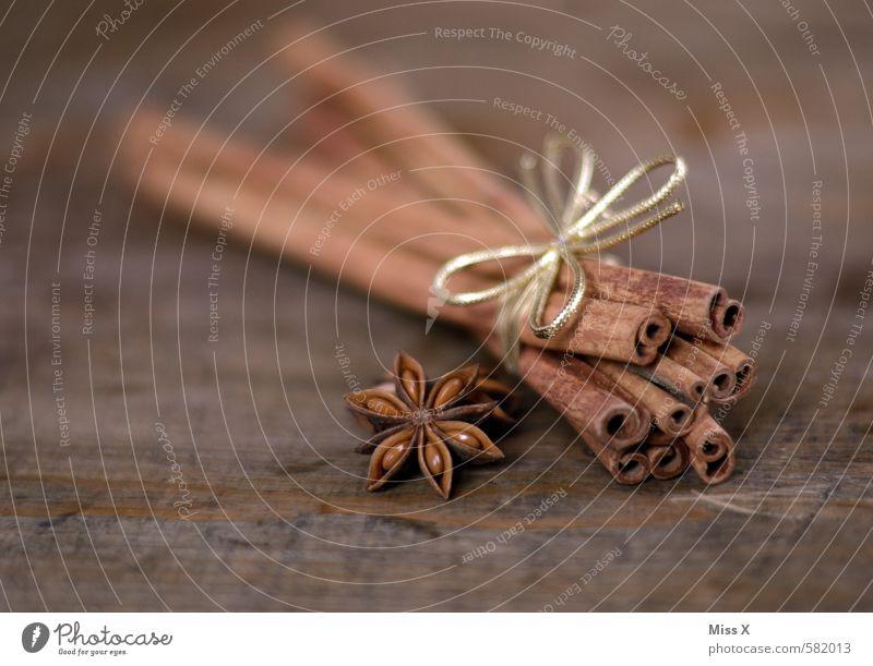 Zimt Holz Lebensmittel braun Dekoration & Verzierung Ernährung Kochen & Garen & Backen Stern (Symbol) Kräuter & Gewürze lecker Duft Stillleben Baumrinde Holztisch Schleife Zutaten Weihnachtsdekoration