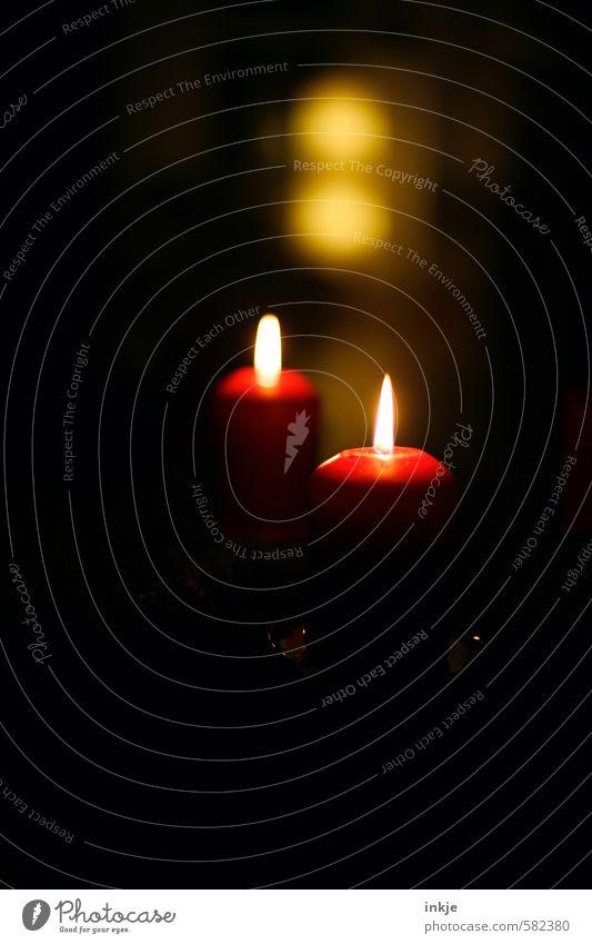 es weihnachtet Weihnachten & Advent rot ruhig schwarz gelb Gefühle Stil Feste & Feiern Stimmung Freizeit & Hobby Häusliches Leben leuchten Zufriedenheit Dekoration & Verzierung ästhetisch Kerze