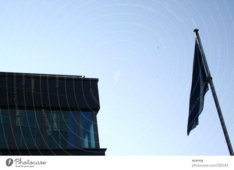 Hängende Flagge Himmel blau Haus Europa Fahne