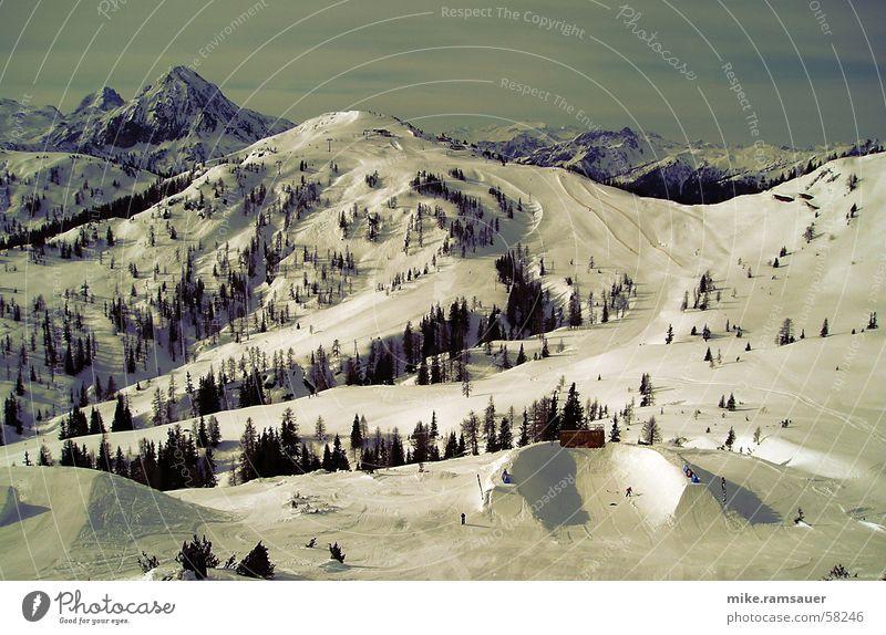 land art I Baum Schnee Berge u. Gebirge springen Kunst groß Skier Amerika Barriere Halfpipe Skipiste alpin Dimension Land Art