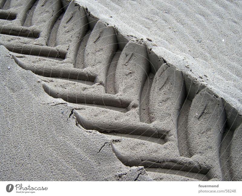 plattgebügelt Strand Stil Sand Spuren Traktor